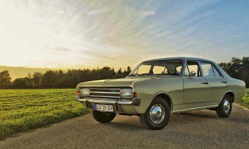 General Motors lässt grüßen: Der Rekord C ist der letzte Rekord mit amerikanischen Stilelementen.