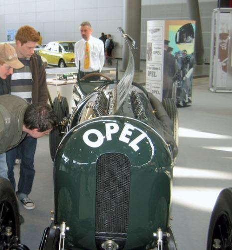 Früh übt sich: Die Präsenz auf Messen zählt zum Erfolgsgeheimnis der Alt-Opel IG. Viele Jugendliche schließen sich dem Club an – auch wenn sie noch keinen Führerschein besitzen. Foto: Alt-Opel-IG