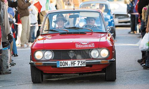 Lancia Fulvia CoupéDie Lancia Fulvia ist einer der wenigen Sportwagen der 60er-Jahre mit Frontantrieb. Das und sein ungewöhnlicher Vierzylinder-V-Motor machen ihn zu einer unkonventionellen Alternative für Oldtimerfreunde, die etwas Besonderes...