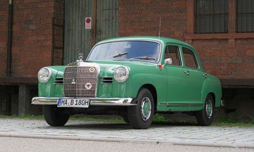 """""""Neuer deutscher Auto- Trumpf"""": So überschrieb die Zeitschrift """"hobby"""" im November 1953 ihren Test eines Mercedes 180"""